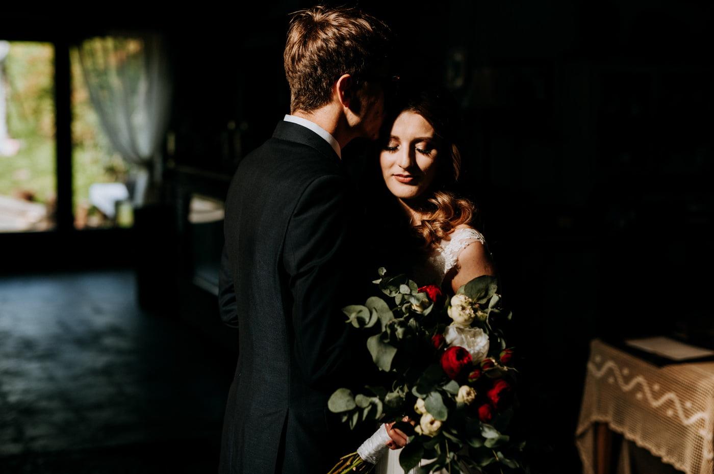 Sesja ślubna w stodole u Jojo - Monika i Kamil 11