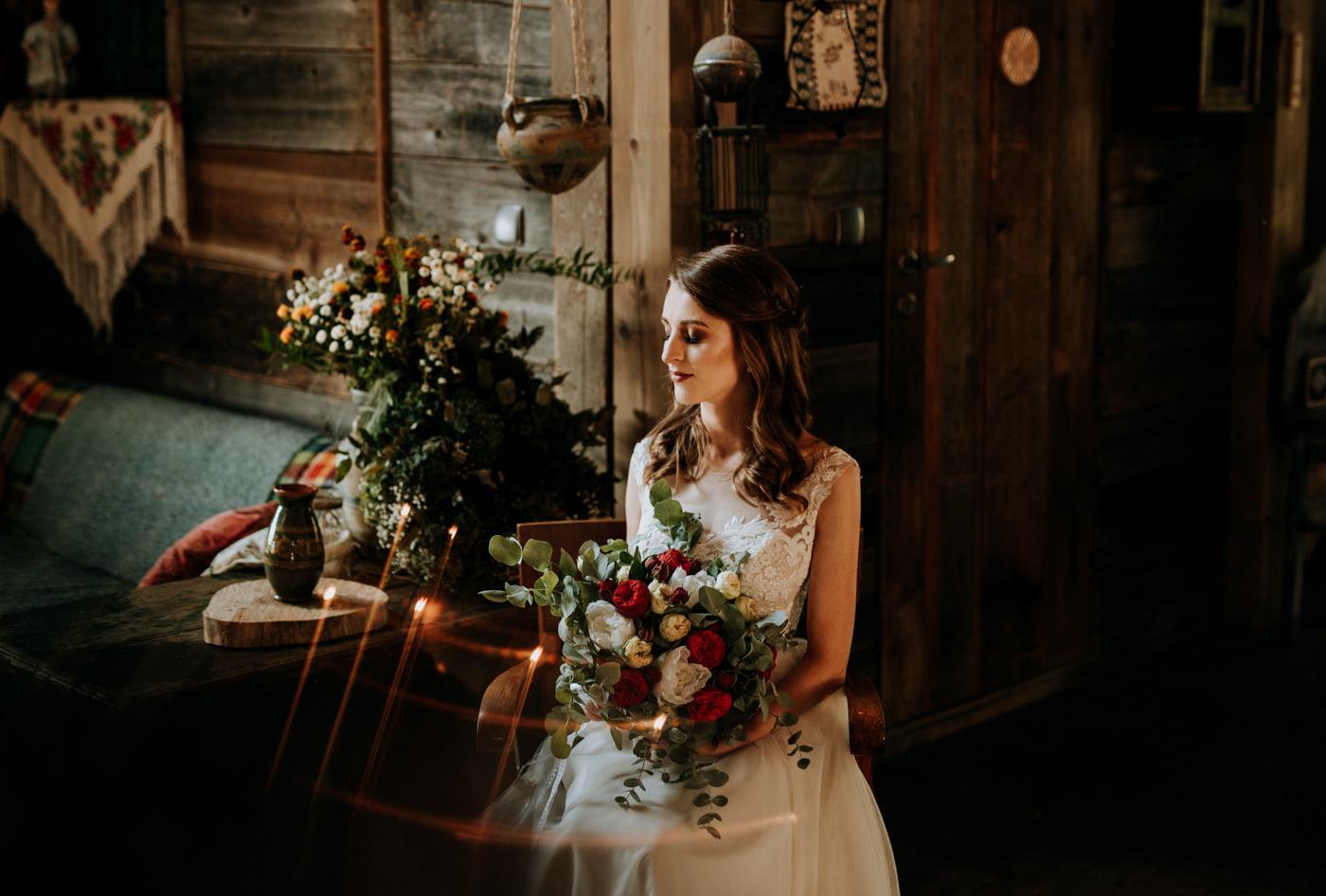 Sesja ślubna w stodole u Jojo - Monika i Kamil 15
