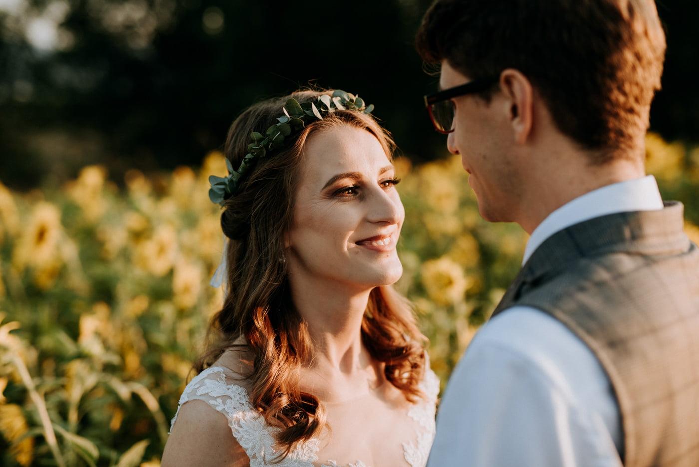 Sesja ślubna w stodole u Jojo - Monika i Kamil 17