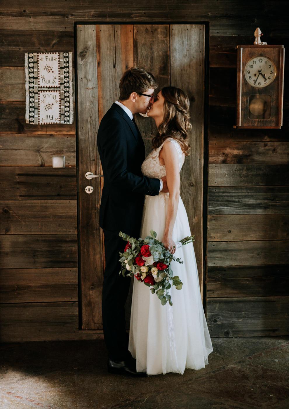 Sesja ślubna w stodole u Jojo - Monika i Kamil 5