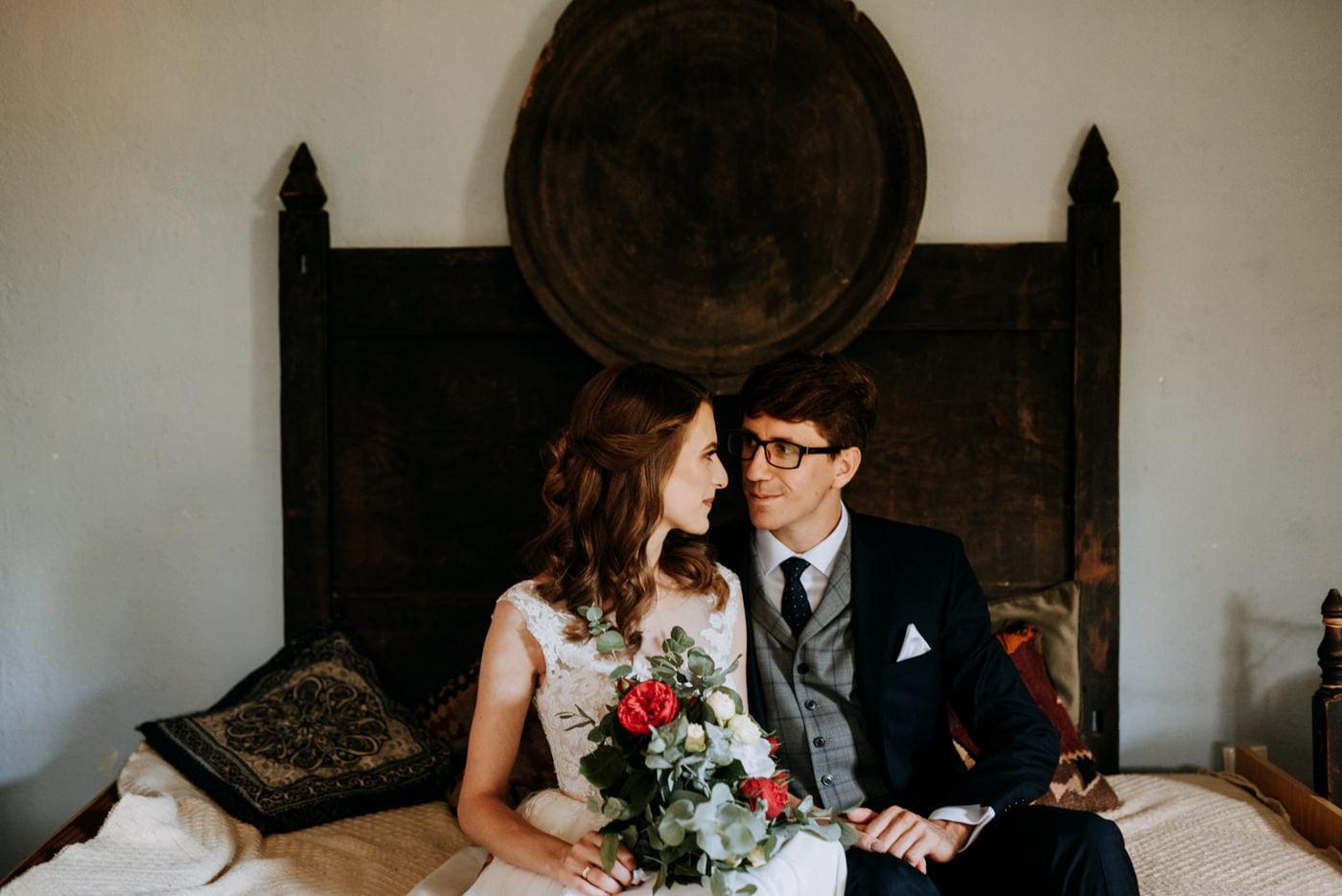 Sesja ślubna w stodole u Jojo - Monika i Kamil 9