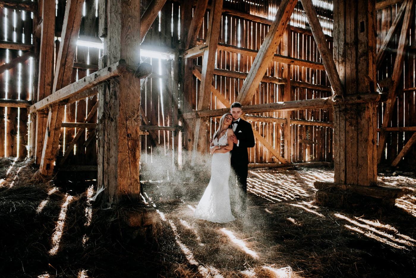 Plener Ślubny w starej stodole - Basia i Marcin 13