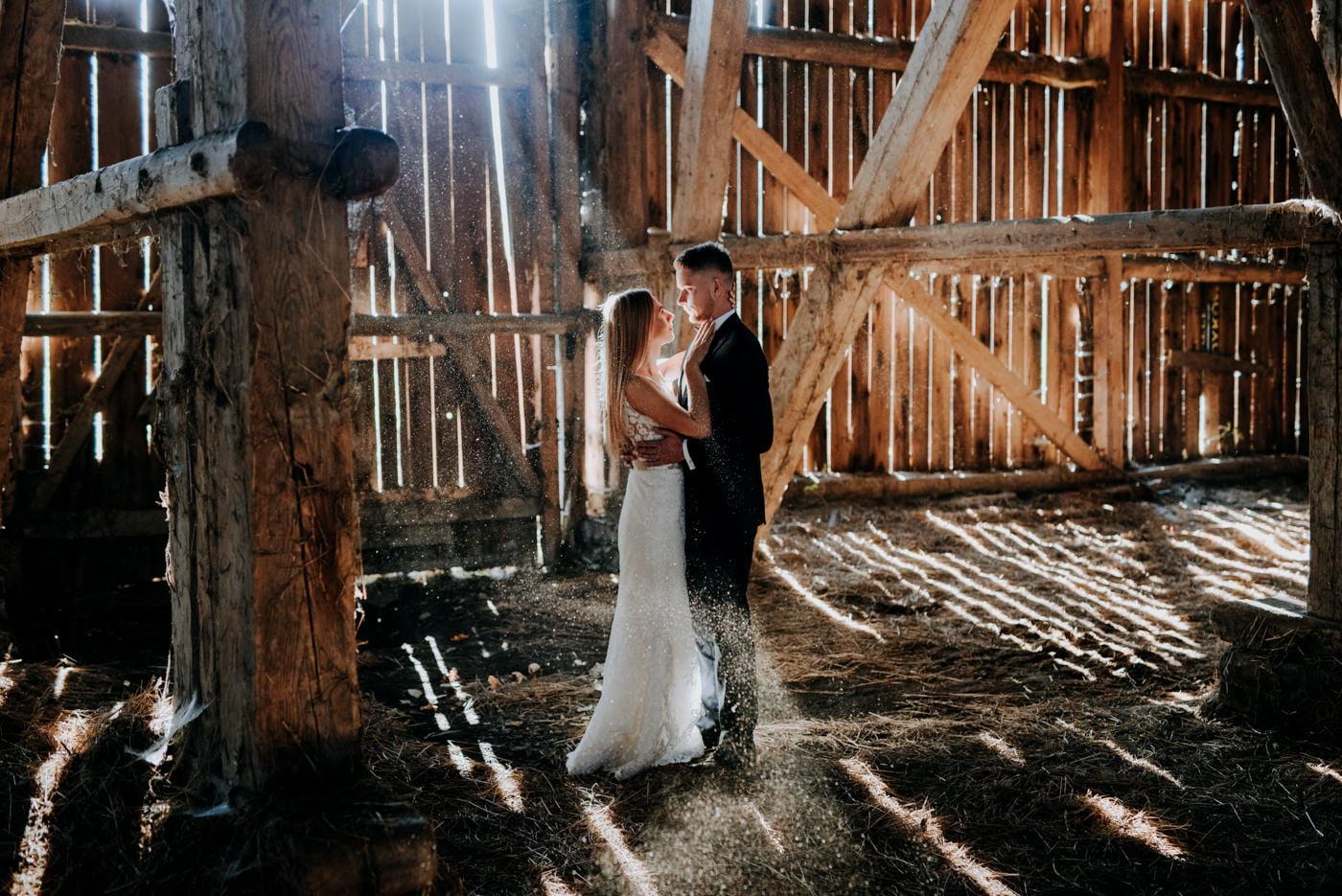 Plener Ślubny w starej stodole - Basia i Marcin 14
