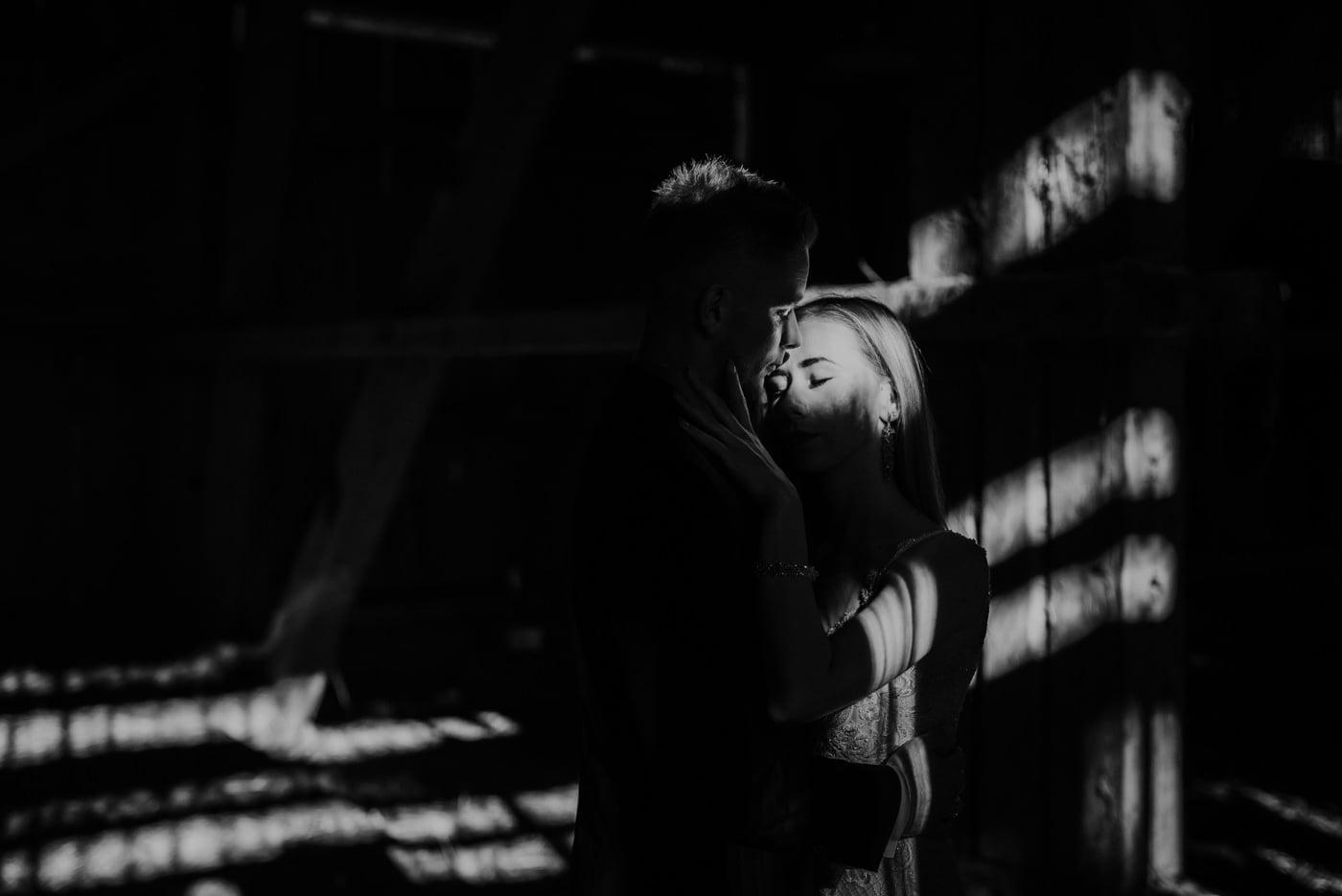 Plener Ślubny w starej stodole - Basia i Marcin 15