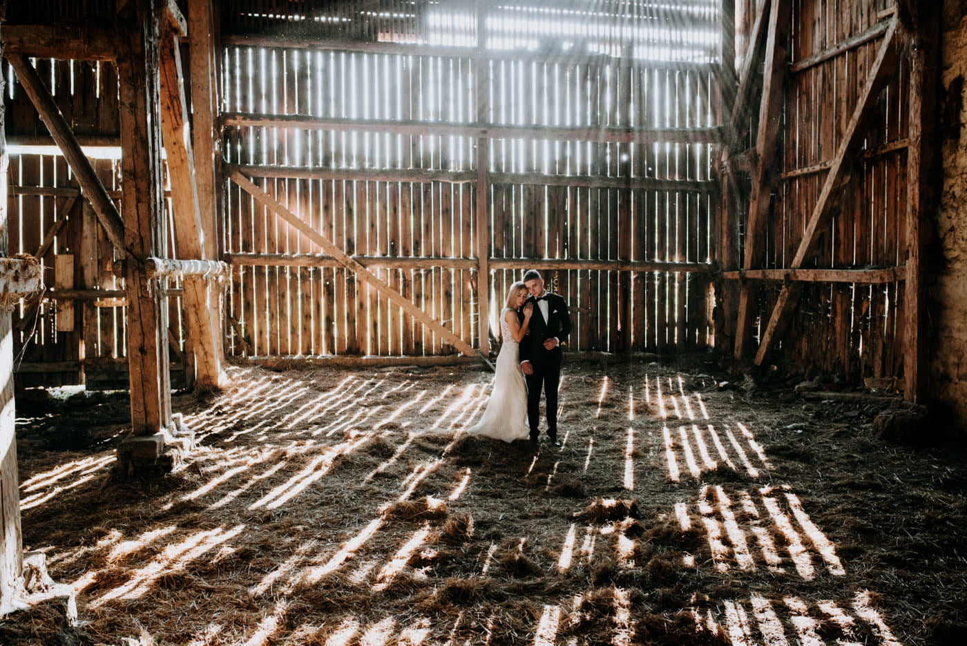 Plener Ślubny w starej stodole - Basia i Marcin 16