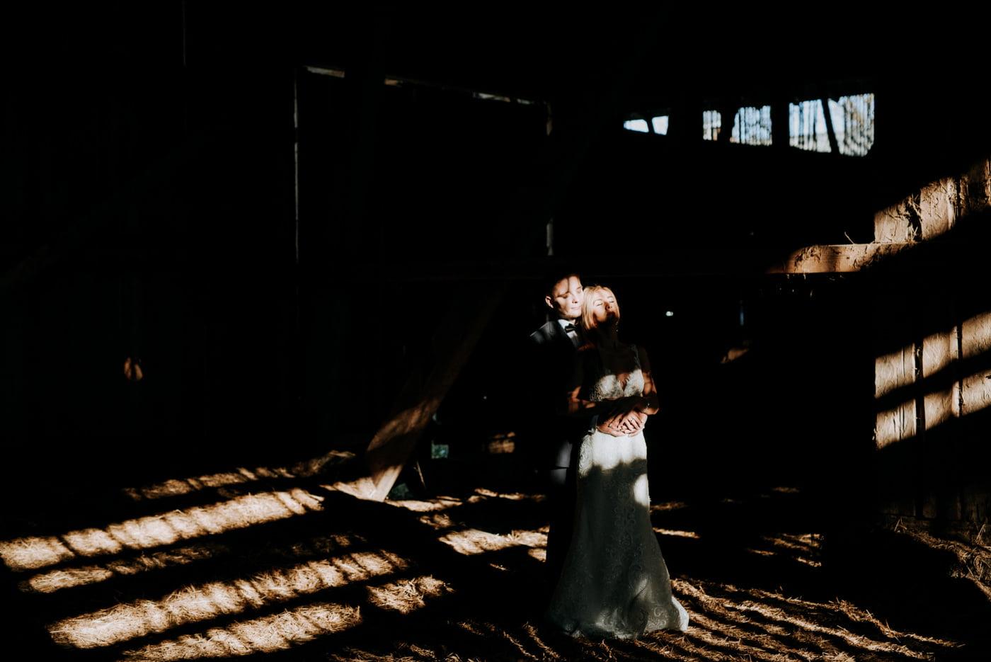 Plener Ślubny w starej stodole - Basia i Marcin 17