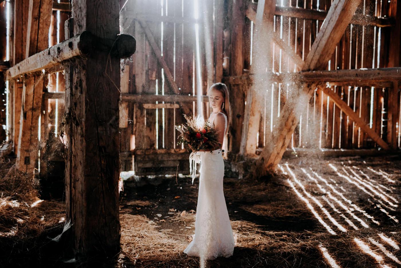 Plener Ślubny w starej stodole - Basia i Marcin 20