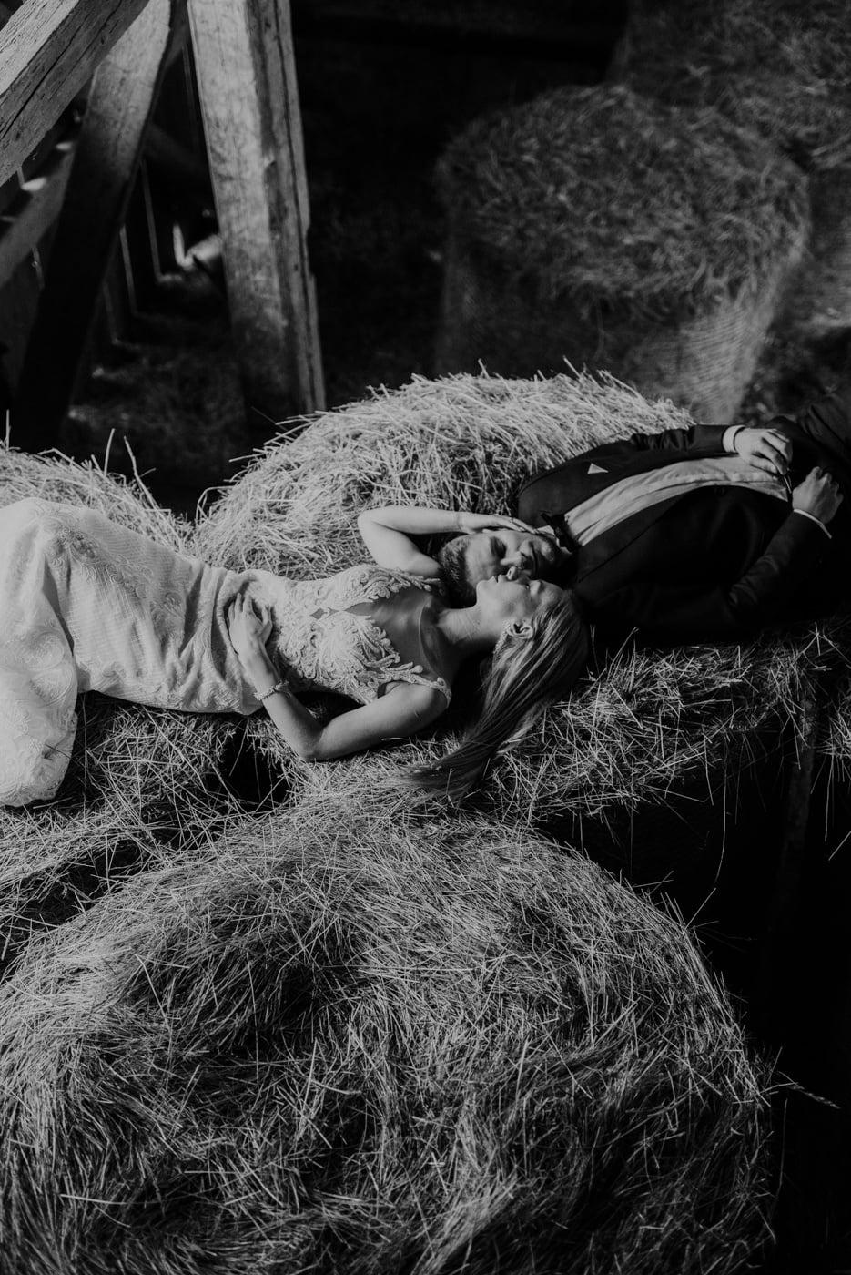 Plener Ślubny w starej stodole - Basia i Marcin 27