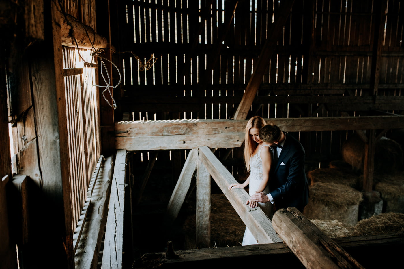 Plener Ślubny w starej stodole - Basia i Marcin 28