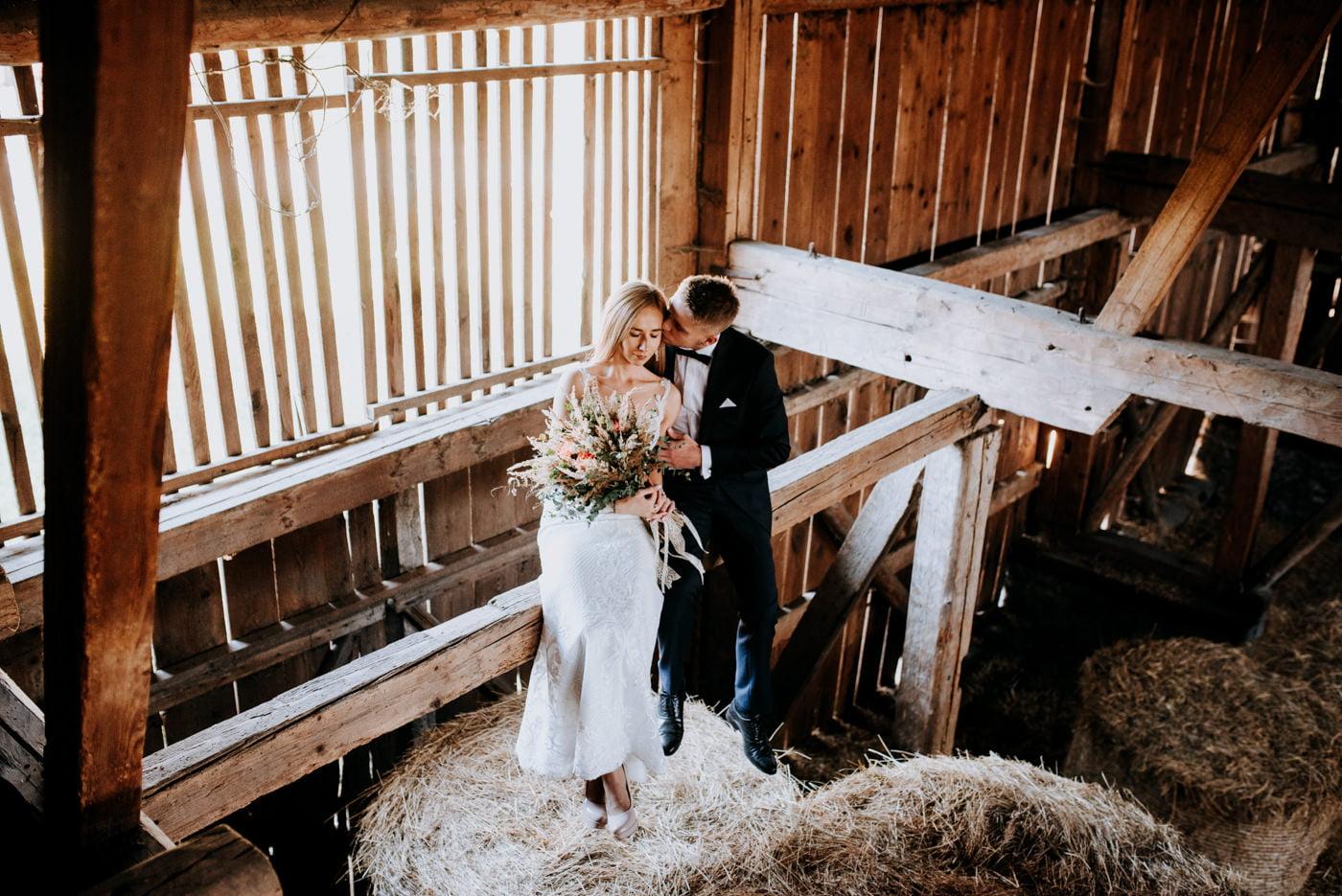 Plener Ślubny w starej stodole - Basia i Marcin 4