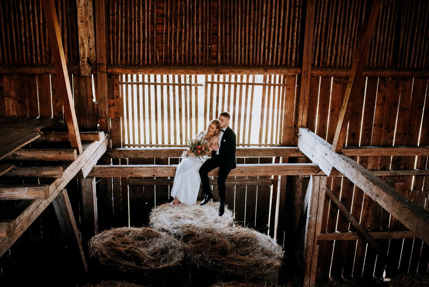 Plener Ślubny w starej stodole - Basia i Marcin 5