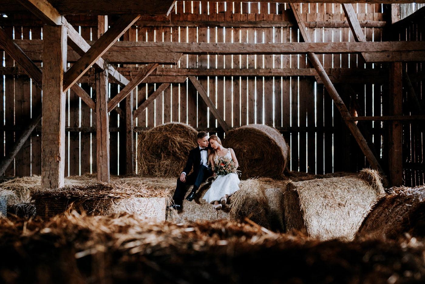 Plener Ślubny w starej stodole - Basia i Marcin 8